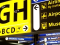 Richtingaanwijzers op de luchthaven Schiphol